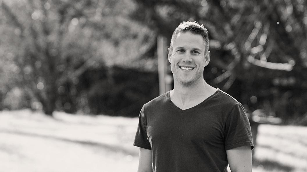 Portrait fo man smiling in park.